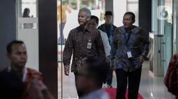 Gubernur Jawa Tengah, Ganjar Pranowo didampingi Wakil Ketua KPK Saut Situmorang menghadiri peringatan Hari Anti Korupsi Dunia (Hakordia) 2019 di Gedung Penunjang KPK, Jakarta, Senin (9/12/2019). KPK kembali menggelar Hari Antikorupsi Sedunia yang jatuh setiap 9 Desember. (Liputan6.com/Faizal Fanani)