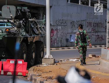 Mobil Taktis TNI Disiagakan di Sekitar Gedung DPR