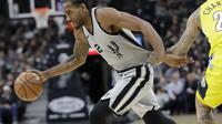 Aksi Kawhi Leonard saat Spurs melawan Nuggets (AP)
