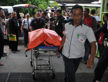 20151206-Korban Tewas Kecelakaan Maut Kereta vs Metromini-Jakarta- Gempur M Surya