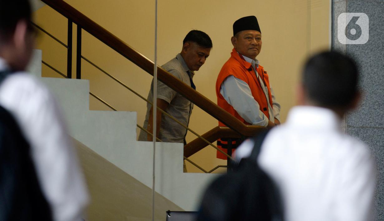 Bupati Sidoarjo nonaktif, Saiful Ilah bersiap menjalani pemeriksaan di gedung KPK, Jakarta, Rabu (19/2/2020). Saiful Ilah diperiksa sebagai tersangka dalam kasus dugaan suap pengadaan empat proyek infrastruktur di Dinas PUPR Kabupaten Sidoarjo. (merdeka.com/Dwi Narwoko)