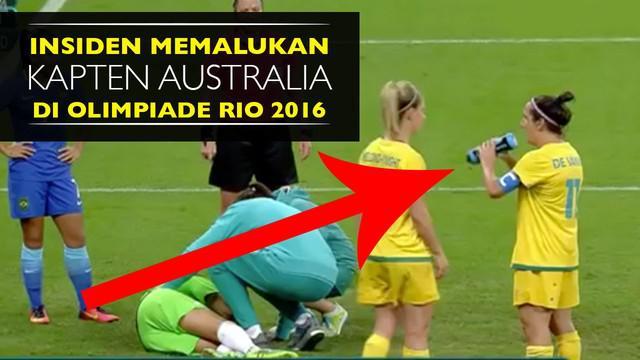Video kapten tim nasional sepak bola wanita australia minum dengan botol terbalik saat laga Brasil vs Australia, Sabtu (13/8/2016).