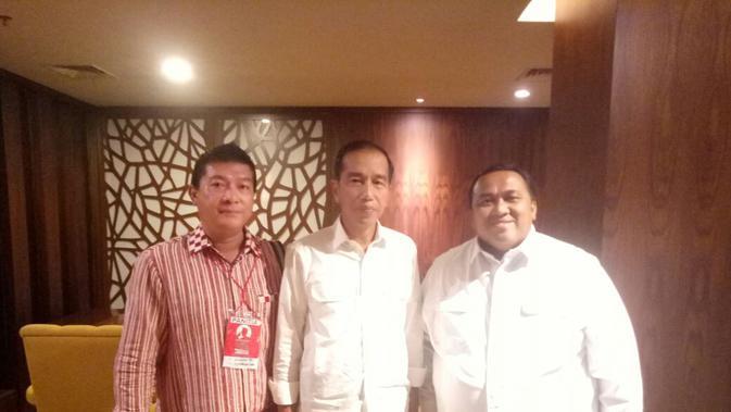 Ketua Umum Relawan Solmet Jokowi Sylver Matutina bersama Jokowi.