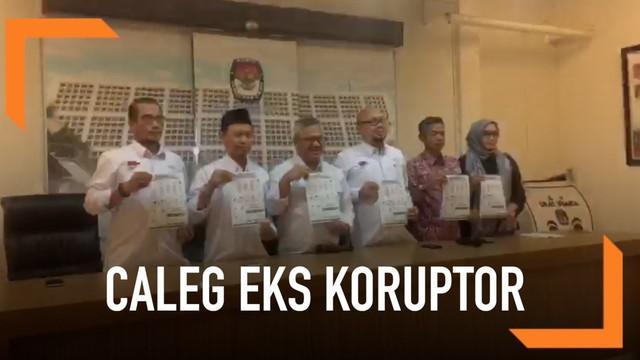 KPU mengumumkan 49 nama caleg mantan koruptor. Mereka berkontestasi di pemilihan DPRD maupun DPD.