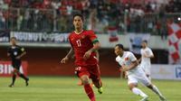 Irfan Bachdim mencetak gol untuk Indonesia saat melawan Vietnam pada laga uji coba di Stadion Maguwoharjo, Sleman, Minggu (09/10/2016). (Bola.com/Nicklas Hanoatubun)