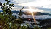 Sambut mentari pagi dari puncak Buttu Lengo, Kecamatan Bulo, Sulbar (Liputan6.com/ Eka Hakim)