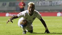 Striker Arema FC, Kushedya Hari Yudo, melakukan selebrasi seperti Singa usai membobol gawang Tira Persikabo pada laga Shopee Liga 1 di Stadion Pakansari, Bogor, Senin, (2/3/2020). (Bola.com/M Iqbal Ichsan)