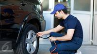 Isi Ban Angin Mobil (iStockphoto)