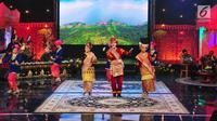 Budaya Sumatera Barat memeriahkan Peluncuran Hari Pers Nasional (HPN) 2018 di Jakarta, Minggu (10/9). Puncak acara HPN rencananya akan dilakukan di Sumbar pada 9 Februari tahun depan. (Liputan6.com/Helmi Afandi)