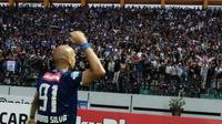 Striker PSIS Semarang, Bruno Silva, mencetak dua gol ke gawang Persipura di Stadion Moch. Soebroto, Magelang, Sabtu (1/12/2018) sore. (Bola.com/Vincentius Atmaja)
