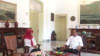 Presiden Jokowi bertemu Baiq Nuril Maknun di Istana Kepresidenan Bogor, Jawa Barat, Jumat (2/8/2019). (Liputan6.com/Lizsa Egeham)