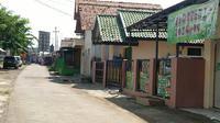 Suasana di lokasi tempat penangkapan terduga Teroris Cirebon jalanan terlihat sepi. Foto (istimewa)
