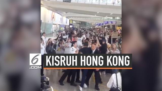 Puluhan atlet renang DKI terjebak di bandara internasional Hong Kong, setelah aksi demonstrasi melumpuhkan aktivitas bandara. Gubernur DKI memastikan seluruh atlet dalam kondisi aman.