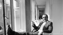 "Foto file 11 April 1971, aktor Sean Connery bersantai di River Room of the Savoy Hotel di London, setelah kembali dari ""The Grave"" mengambil peran Bond dalam versi film United Artists dari cerita James Bond ""Diamonds Are Forever"".  Berpulangnya Connery dikonfirmasi keluarganya. (AP Photo/Bob Dear)"