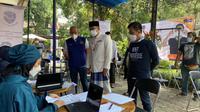 Gubernur Jawa Barat Ridwan Kamil meninjau Sentra Vaksinasi NasDem Peduli. (Istimewa)