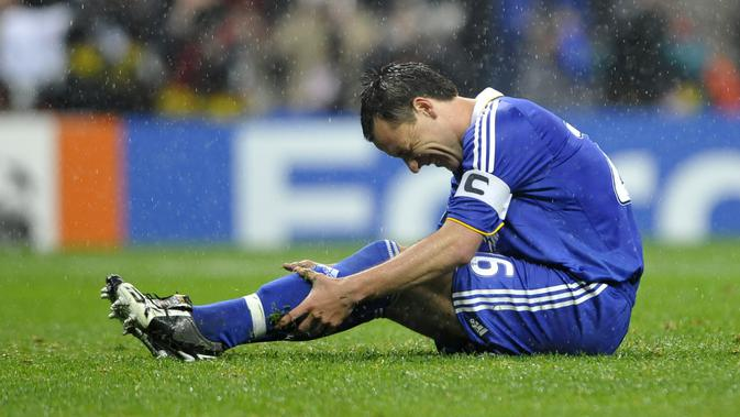 Kegagalan Penalti John Terry pada Final Liga Champions 2008 membuat Chelsea gagal menjuarai kompetisi tersebut. (AFP/Frank Fife)