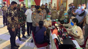 Vaksinasi Massal di Medan