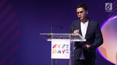 Konten Kreator Arief Muhammad memberi sambutan saat menerima penghargaan kategori Best Creator For Lifestyle dalam acara XYZ DAY 2018 Creator Award di The Hall Senayan City, Jakarta, Rabu (25/4). (Liputan6.com/Herman Zakharia)