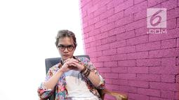 """Abdul Qodir Jaelani alias Dul Jaelani berpose saat berkunjung ke kantor KLY, Gondangdia, Jakarta, Jumat (7/9). Lirik lagu """"Taklukkan Dunia"""" diciptakan Dul Jaelani saat dirinya ditinggal oleh cewek yang disukai. (Liputan6.com/Faizal Fanani)"""