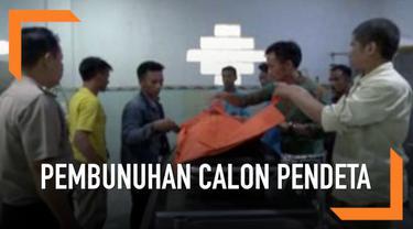 Penemuan jenazah perempuan calon pendeta di Ogan Komering Ilir Sumatera Selatan gegerkan warga. Korban ditemukan tewas mengenaskan di area perkebunan. Polisi menduga perempuan tersebut menjadi korban perkosaan dan pembunuhan.