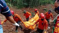 Evakuasi korban ketiga longsor Kalijering, Kebumen. (Foto: Liputan6.com/Basarnas)