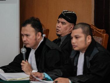 Wajah Lesu Ahmad Dhani Saat Jalani Sidang Lanjutan