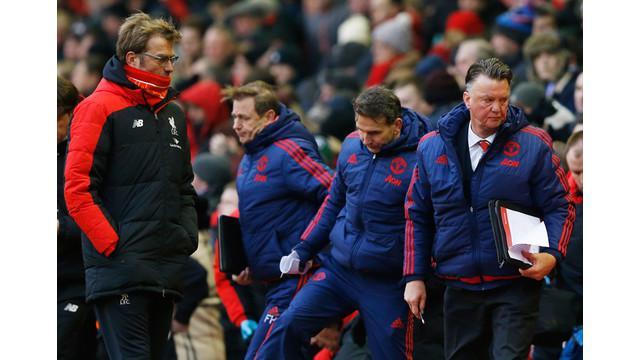 Jurgen Klopp manajer Liverpool dengan sengaja menghindari Louis van Gaal berusaha menghampiri dirinya usai Manchester United mengalahkan timnya di Anfield pada Minggu (17/1/2016).