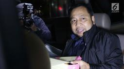 Terpidana korupsi E-KTP, Setya Novanto naik mobil tahanan KPK usai menjalani pemeriksaan di Jakarta, Kamis (12/9/19). SN diperiksa sebagai saksi kasus tindak pidana korupsi Pengadaan Paket Penerapan E-KTP dengan tersangka Dirut PT Sandipala Arthaputra Paulus Tannos. (Liputan6.com/Helmi Fithriansyah)
