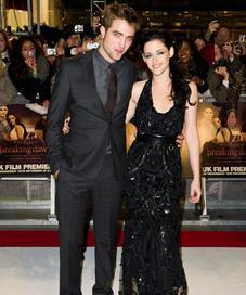 Robert Pattinson dan Kristen Stewart, pemain film Twilight. (foto: Getty Images)
