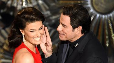 Saat John Travolta Ketemu Idina Menzel di Oscar 2015