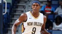Point guard New Orleans Pelicans, Rajon Rondo, kemungkinan akan absen selama 4-6 pekan setelah menjalani operasi sports hernia di Philadelphia, Selasa (10/10/2017). (Bola.com/Twitter/PelicansNBA)