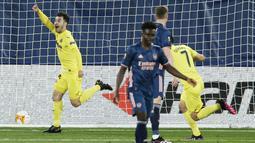 Pemain Villareal, Manuel Trigueros, melakukan selebrasi usai mencetak gol ke gawang Arsenal pada laga Liga Europa di Stadion Ceramica, Jumat (30/4/2021). Villareal menang dengan skor 2-1. (AP/Alberto Saiz)