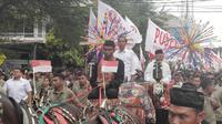 Calon Presiden dan wakil cawapres 01, Jokowi-Ma'ruf Amin, menggelar pawai karnaval bersama ribuan pendukungnya di sepanjang Jalan Daan Mogot, Kota Tangerang, Minggu (7/4/2019).
