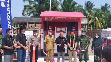 Peresmian satu unit Pertashop yang berlokasi di Desa Pasar Pino, Kecamatan Pino Raya, Kabupaten Bengkulu Selatan, Provinsi Bengkulu.
