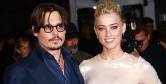 Proses perceraian Johnny Depp dan Amber Heard nampaknya semakin runyam. Pada awalnya, kedua pasangan ini sepakat mendonasikan harta gono-gini yang menjadi hak Amber sebagai istri, namun niat baik ini dibatalkan Depp. (AFP/Bintang.com)