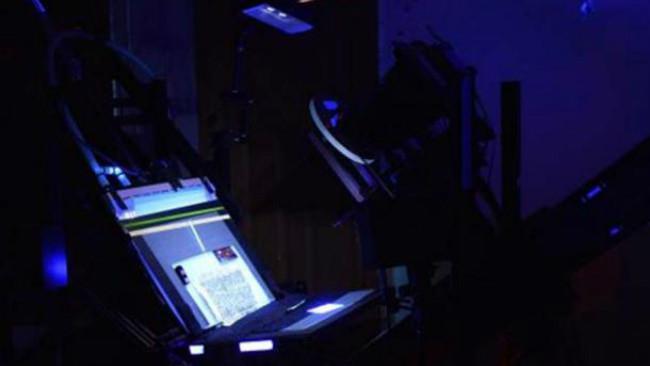 Perangkat pencitraan spektrum cahaya. (Sumber Sinai Palimpsest)