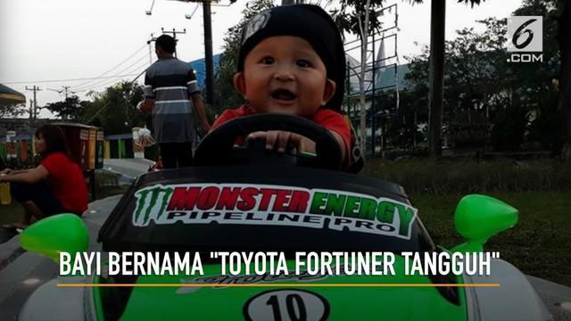 Pasangan asal Pekanbaru, Riau memberi nama anaknya 'Toyota Fortuner Tangguh'.