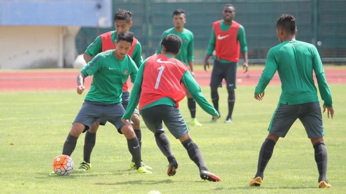 Timnas Indonesia sedang menjalani pemusatan latihan di Stadion Manahan Solo dari 22-27 September 2016 sebagai persiapan Piala AFF 2016.