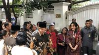 Putra Presiden ke-6 RI SBY, Agus Harimurti Yudhoyono dan Edhie Baskoro Yudhoyono mendatangi kediaman Presiden ke-5 RI Megawati Soekarnoputri. (Liputan6.com/Putu Merta Surya Putra)