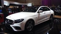 Mercedes-Benz E 300 e EQ Power di GIIAS 2019 (Dian/Liputan6.com)