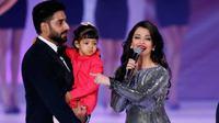 Aaradhya Bachchan genap berusia 4 tahun pada 16 November 2015 kemarin [foto: indian express]