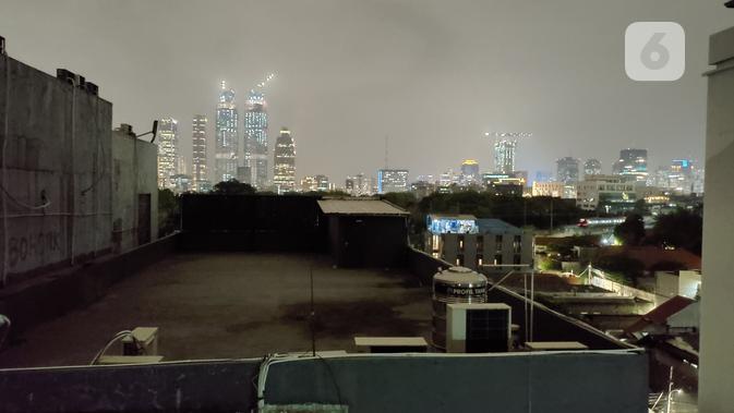 Hasil kamera belakang saat mengambil potret malam hari dengan ROG Phone 2. (Liputan6.com/ Yuslianson)