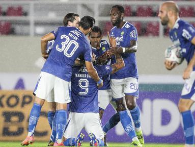 Wander Luiz dan Mohammed Rashid masing-masing mencetak dua gol untuk kemenangan Persib Bandung saat menghadapi PSS Sleman. (Bola.com/Bagaskara Lazuardi)