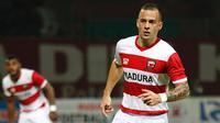 Striker Madura United, Aleksandar Rakic. (Bola.com/Aditya Wany)