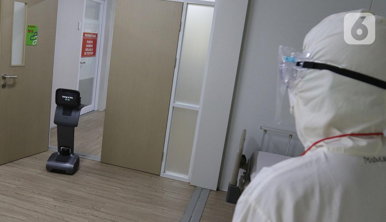 Robot Temi saat memasuki kamar pasein di RSPJ Modular, Jakarta, Selasa (28/7/2020). Teknologi dengan robot, membantu tenaga medis dalam tanganin pasien Covid-19, salah satunya dapat berkonsultasi dengan dokter via Video Call. (Liputan6.com/Herman Zakharia)