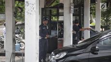 Suasana perumahan Basuki Tjahaja Purnama atau Ahok  di kawasan Pantai Mutiara, Pluit, Jakarta Utara, Kamis (24/1). Tidak ada tanda-tanda yang menunjukkan akan kedatangan Ahok ke kediamannya di perumahan tersebut. (Liputan6.com/Faizal Fanani)