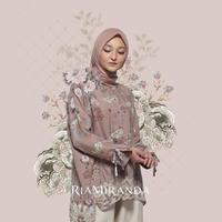 Padu padan hijab dan kemeja. (Foto: instagram/ inforiamiranda)