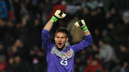 Tomas Vaclik - Namanya masih dipercaya sebagai palang pintu Timnas Republik Ceko di gelaran Euro 2020 ini. Ia merupakan salah satu pemain yang berpengalaman di skuatnya. Pemain 32 tahun ini mengawali karir internasionalnya pada tahun 2012 silam. (Foto: AFP/Michal Cizek)