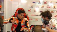 Pembalap Repsol Honda, Marc Marquez, setelah gagal finis pada MotoGP Italia di Sirkuit Mugello, Minggu (30/5/2021). (Twitter/Repsol Honda)