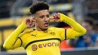 Gelandang Dortmund, Jadon Sancho berselebrasi usai mencetak gol ke gawang Atletico Madrid pada pertandingan grup A Liga Champions di stadion BVB di Dortmund, Jerman (24/10). Guerreiro mencetak dua gol di pertandingan ini. (AFP Photo/Bernd Thissen)